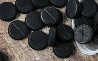 Что делает активированный уголь в желудке